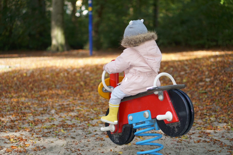 unsere-liebsten-spielplaetze-muenchen-spielplatz-gunezrainer-bruecke-motorrad