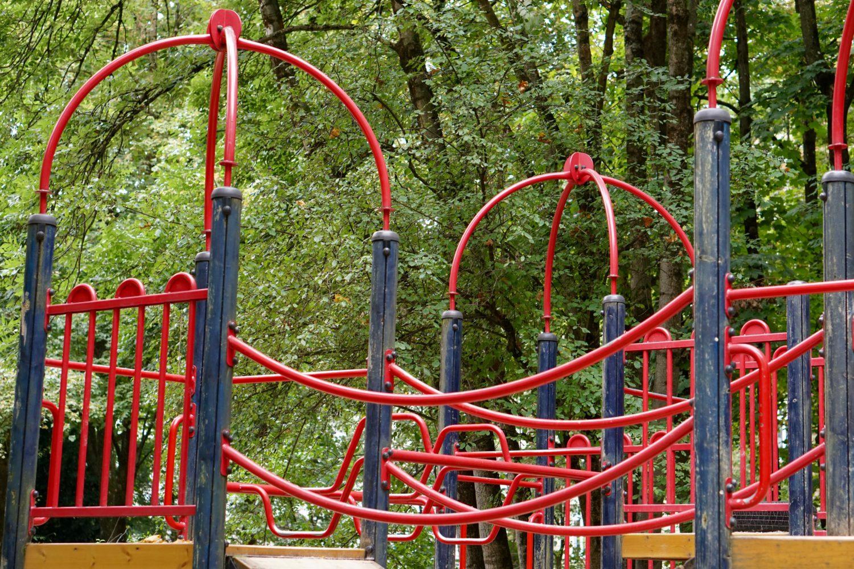 unsere-liebsten-spielplaetze-muenchen-spielplatz-leopoldpark-klettergeruest