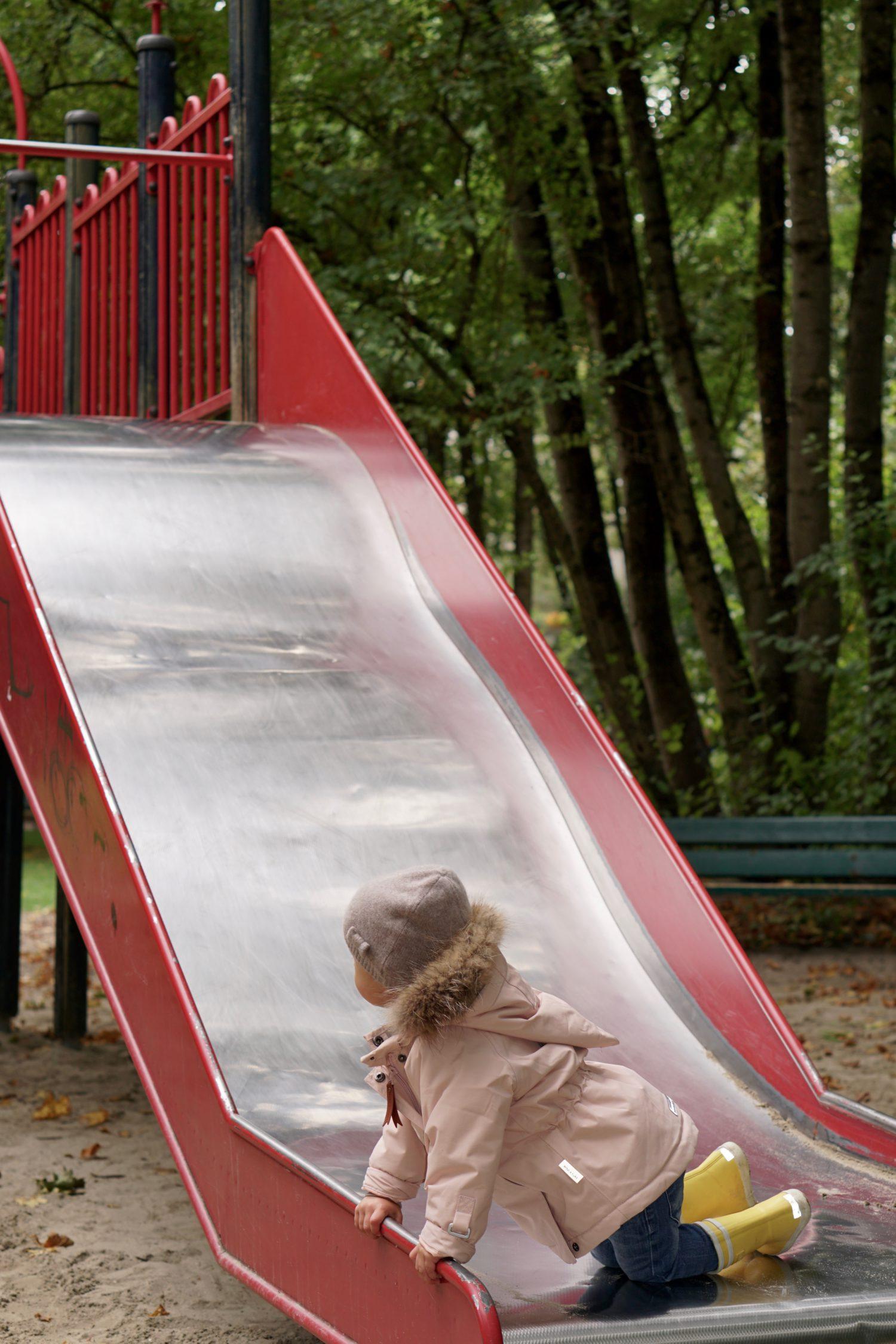 unsere-liebsten-spielplaetze-muenchen-spielplatz-leopoldpark-wellenrutsche