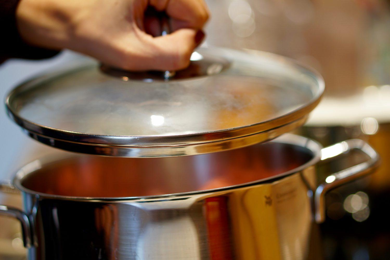 Brechbohnen mit Hackbällchen & Kartoffeln - Susamamma's Rezepte, Deckel drauf und 20-30 Minuten köcheln lassen