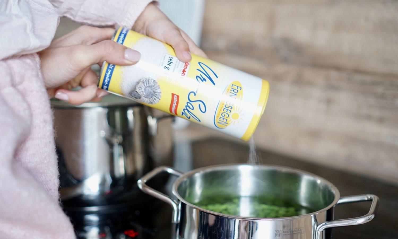 susamamma's signature dish - Kartoffel-Lauch-Erbsen-Durcheinander, Erbsenwasser salzen