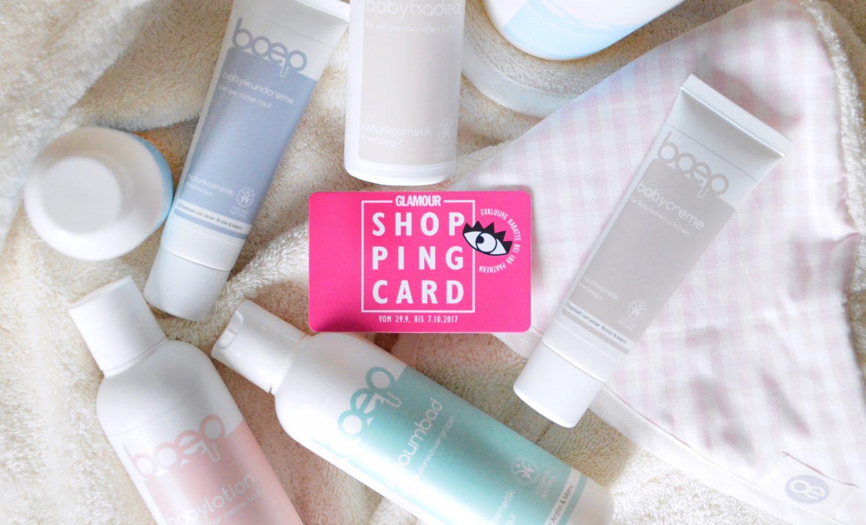 das boep Produkte und Glamour Shopping Card auf dem Handtuch liegend
