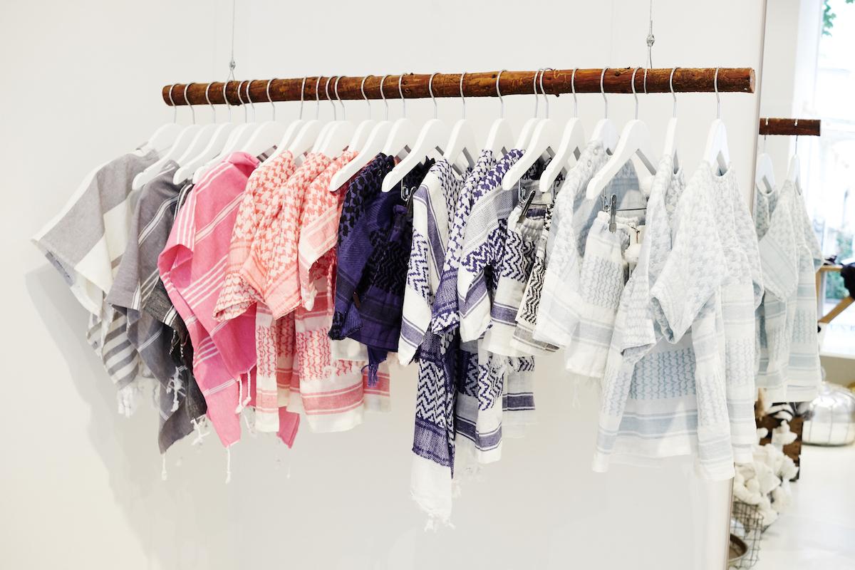 Das Geschenk zur Geburt + 3 Baby & Kind Shop Empfehlungen - Pali und Hamam Kleidung für Kinder von LOVELY KIDS