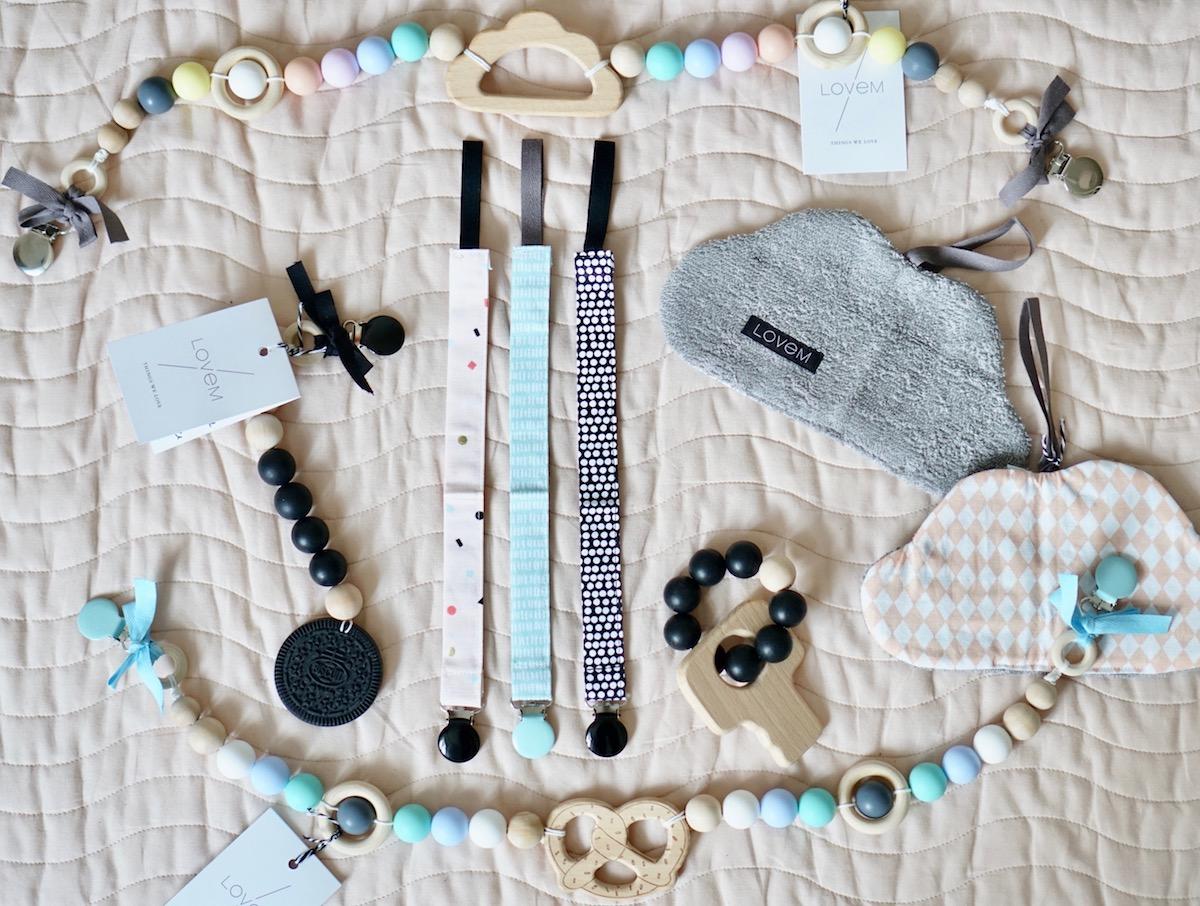 Das Geschenk zur Geburt + 3 Baby & Kind Shop Empfehlungen - Produkte von LOVEM Flatlay