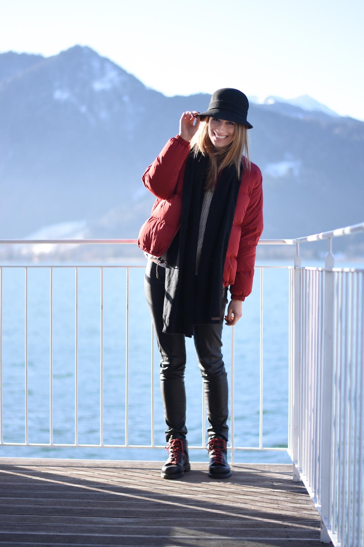 Chic & Schlittentauglich - Ein Winterschuh für alle Fälle + Outfit, Susanna lächelt im winterlichen Look