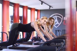 Studio Lagree München - ganzheitliches Fitnesstraining   Interview Melanie & Susanna beim Training