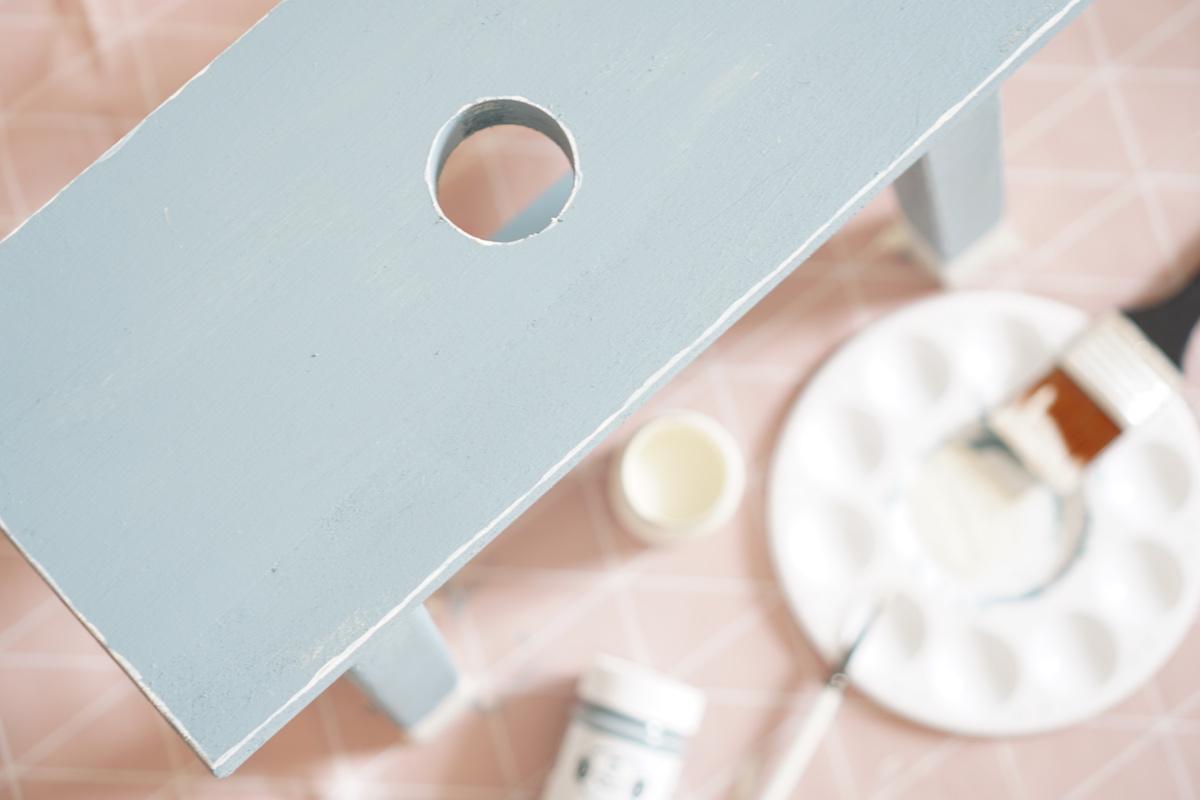DIY Hocker pimpen & wie der Schemel zum Einsatz kommt Das brauchst du zum weißeln