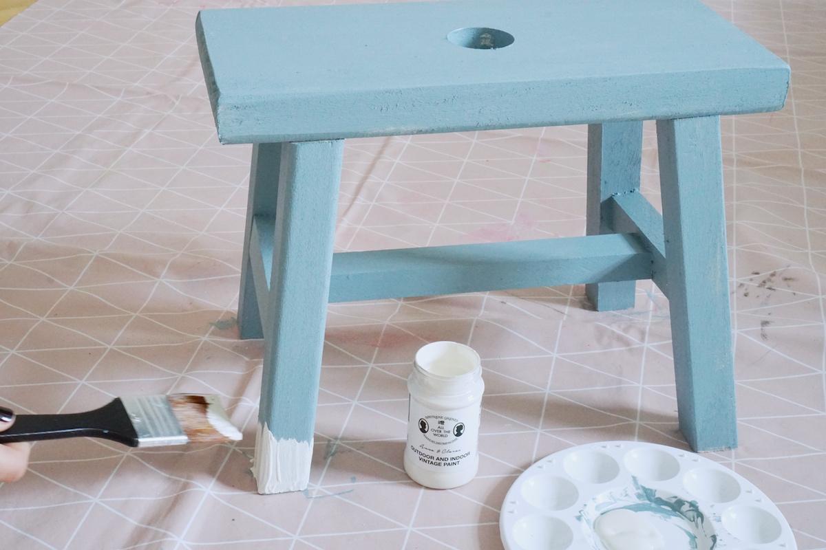 DIY Hocker pimpen & wie der Schemel zum Einsatz kommt Füße weißeln