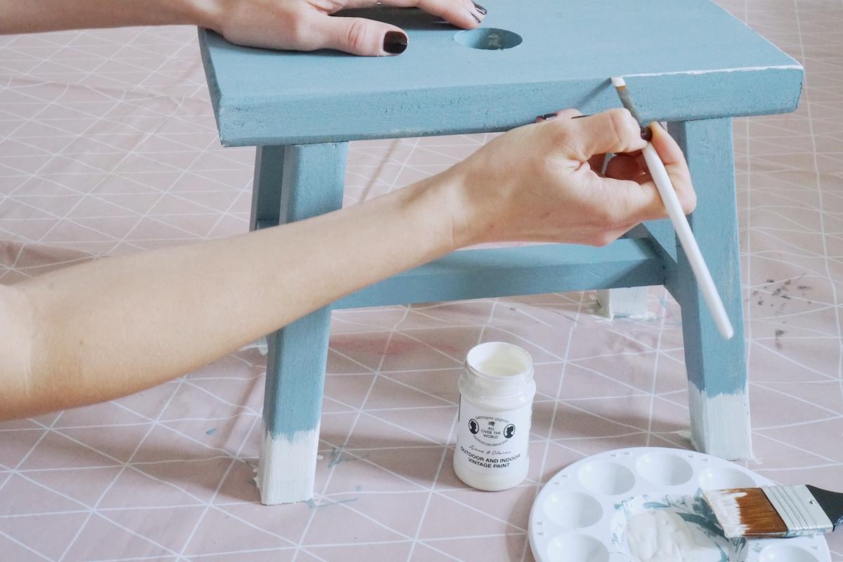 DIY Hocker pimpen & wie der Schemel zum Einsatz kommt, Kedernaht Effekt mit einem dünnen Pinsel