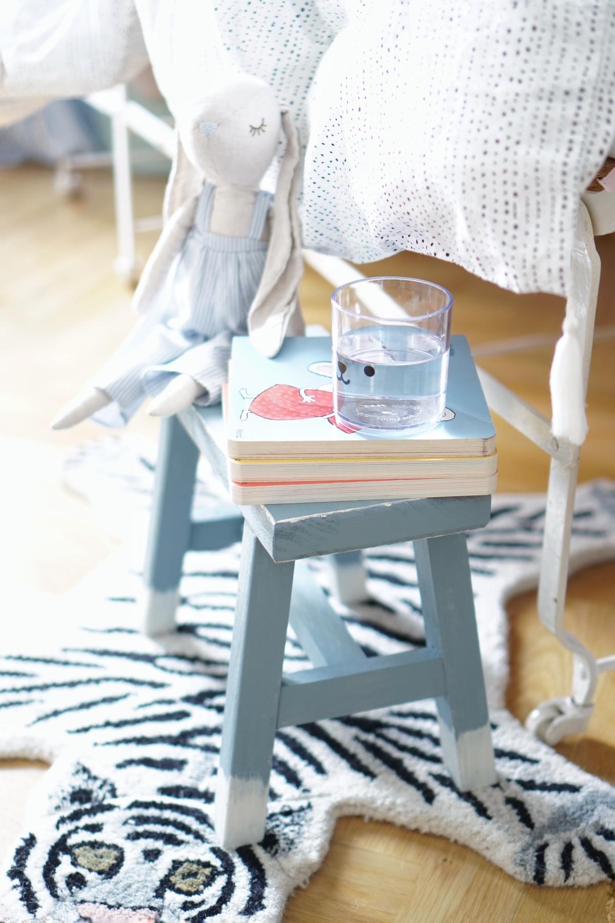 DIY Hocker pimpen & wie der Schemel zum Einsatz kommt Nachttisch
