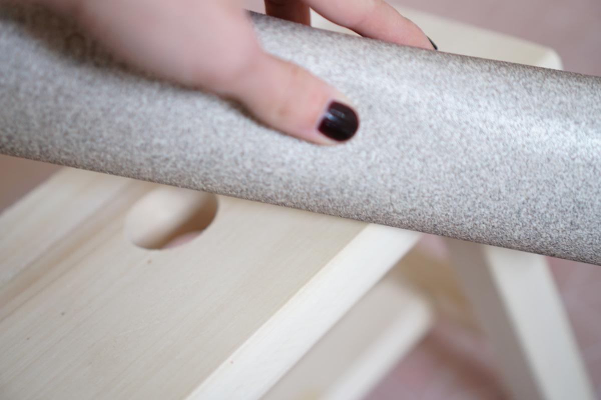 DIY Hocker pimpen & wie der Schemel zum Einsatz kommt Schmirgeln