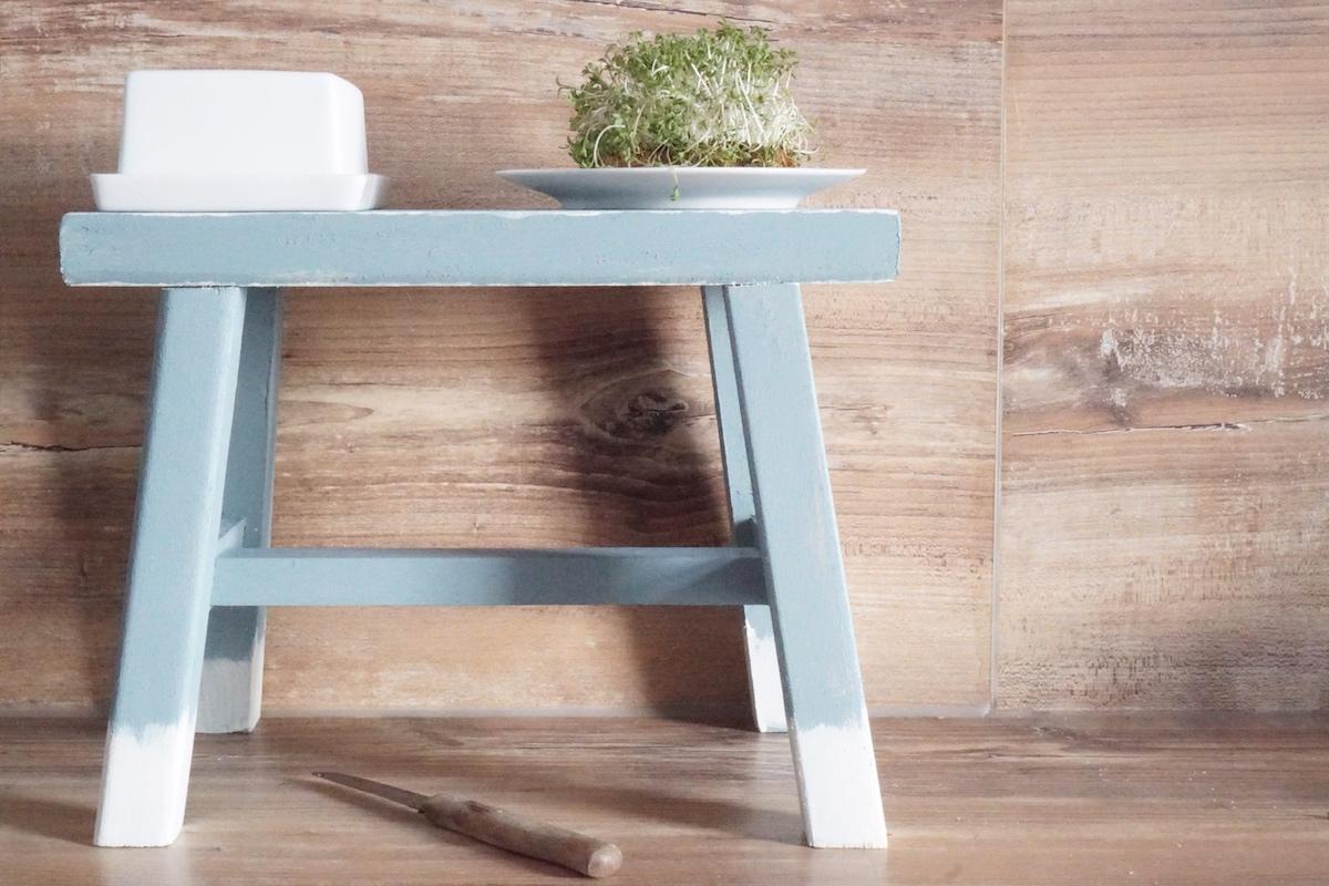 DIY Hocker pimpen & wie der Schemel zum Einsatz kommt, wie ein Küchenregal