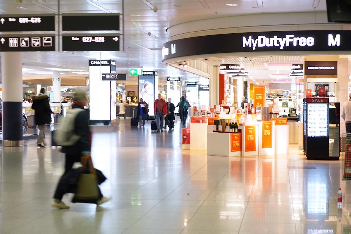 Flugreise ohne Kind - 5 Dinge die anders sind Duty Free Bummeln im Flughafen München