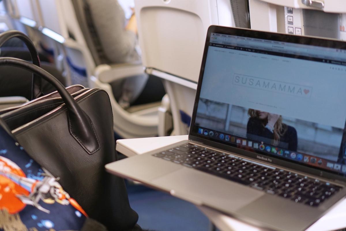 Flugreise ohne Kind - 5 Dinge die anders sind abreiten im Flugzeig Lufthansa