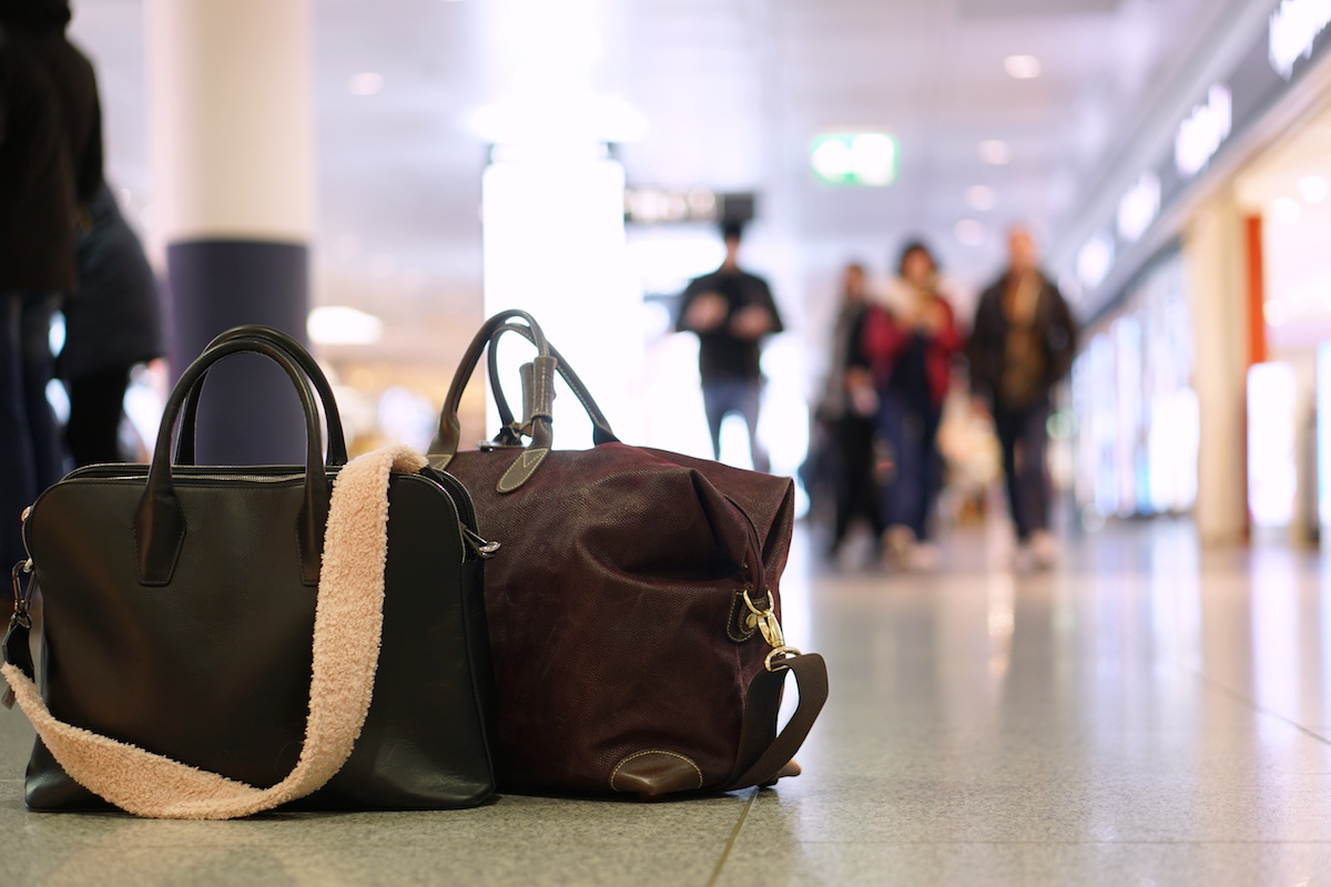 Flugreise ohne Kind - 5 Dinge die anders sind federleicht, nur Handgepäck am Flughafen München