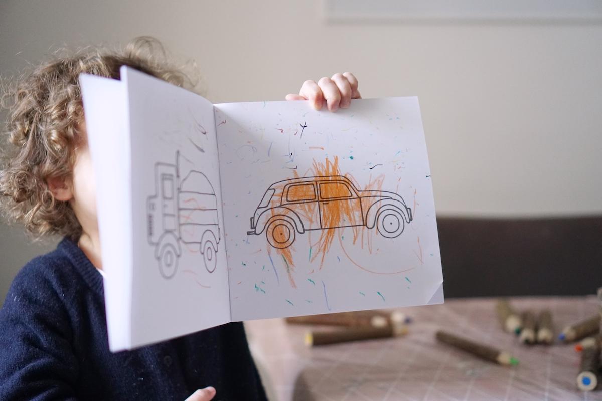 Malen und Lesen mit Vicky Bo über den Rand malen