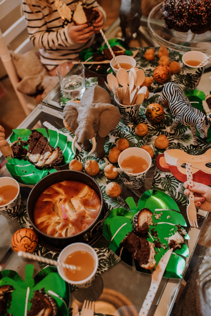 Mottogeburtstag: LET'S GET WILD - Minnies 4. Geburtstag in a box table