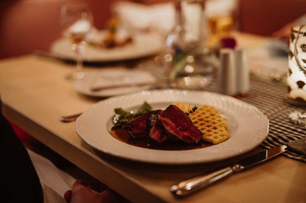 Ein Familienwochenende in Oberstdorf Kleinwalsertal Hotel Viktoria Dinner-min