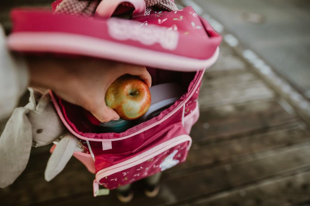 Kindergartenrucksack - Was ist wichtig? Was muss hinein?Detail Scooli Mini-Me 2 Apfel